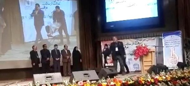 تجلیل از فعالیت های احمد عامری در همایش روز پرستار